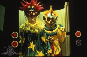 killer-klowns-from-outer-space 3