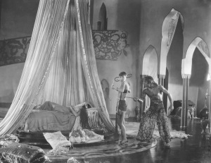 THE THIEF OF BAGDAD, Douglas Fairbanks and Anna May Wong